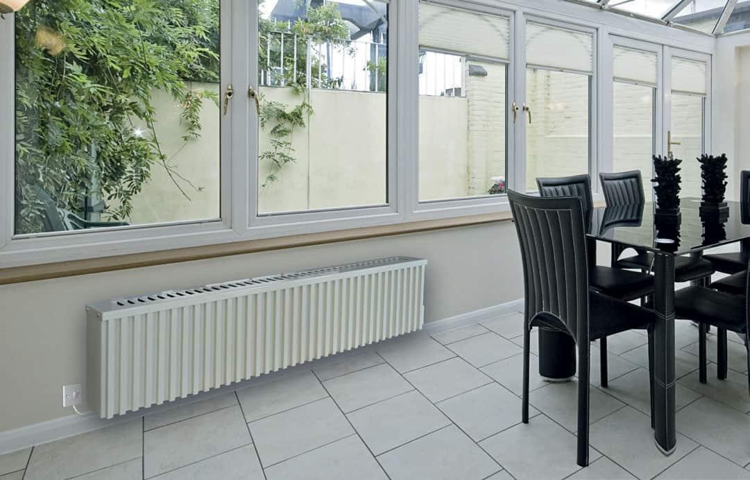 Wintergartenheizung mit Stühlen