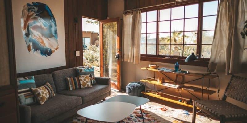 Das Wohnzimmer Ist Das Zentrum Der Wohnung Oder Des Hauses. Hier Kommt Die  Familie Zusammen Oder Man Sitzt Abends Gemütlich Mit Dem Partner Auf Dem  Sofa.